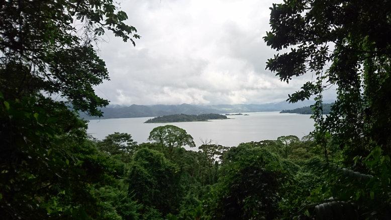 Vista del lago en el sector dos del Volcan Arenal