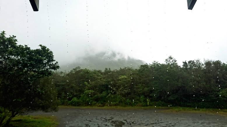 Vistas lluviosas del Volcan Arenal