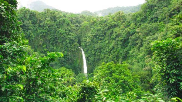 La cercanía del volcán Poás y la Fortuna Waterfall (Costa Rica II)