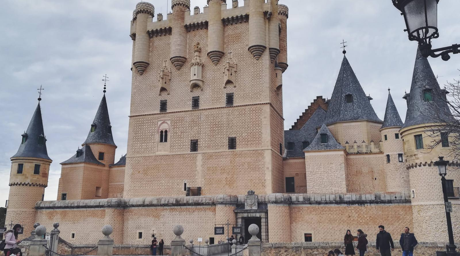 Frontal Alcázar de Segovia