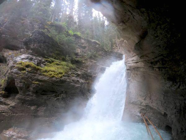 Johnston Canyon Canada, una Atracción Natural Obligada En